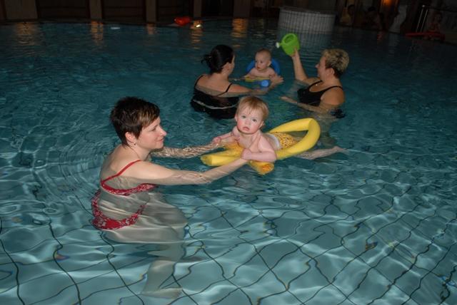 spiele beim schwimmen